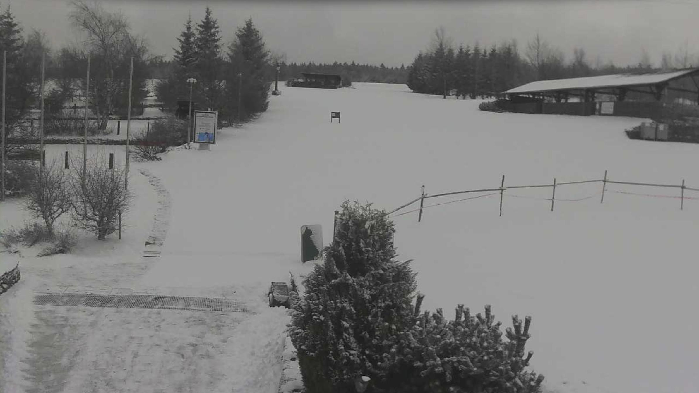 Namrzající déšť opět vystřídalo sněžení