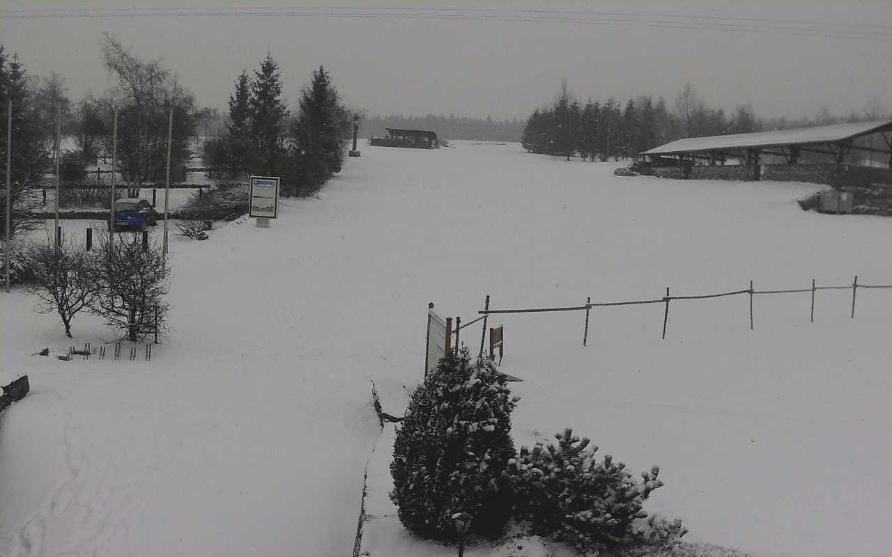 Sněhu je na strojovou úpravu málo